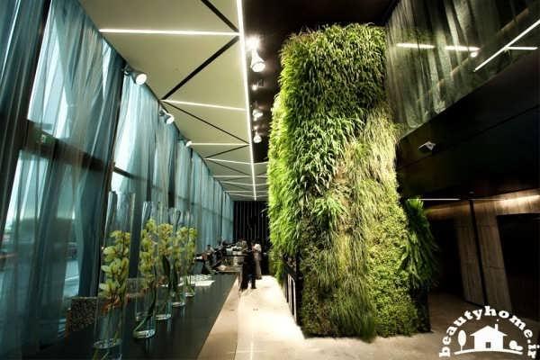 طراحی داخلی هتل مدرن با فضای سبز