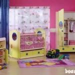 چیدمان اتاق نوزاد شاد با رنگ های جذاب