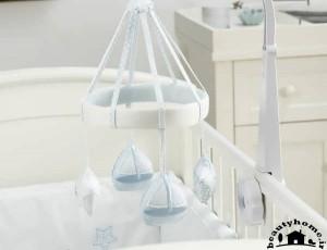 تزئین سیسمونی نوزاد پسر با ست آبی و سفید