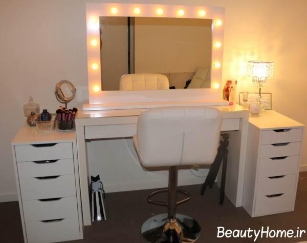 میز آرایش با آینه کوچک