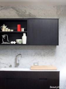 کابینت با رنگ تیره برای آشپزخانه کوچک