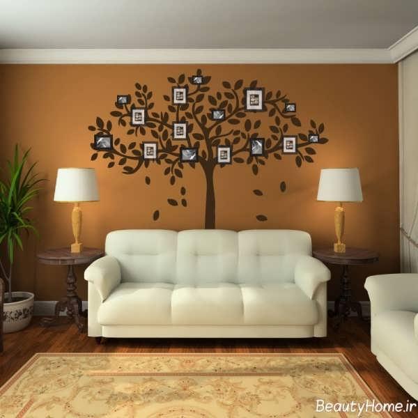 تزیین کردن دیوار پذیرایی با نقاشی و قاب عکس