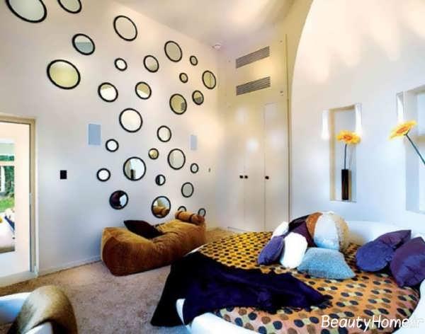 تزیین زیبا دیوار اتاق خواب