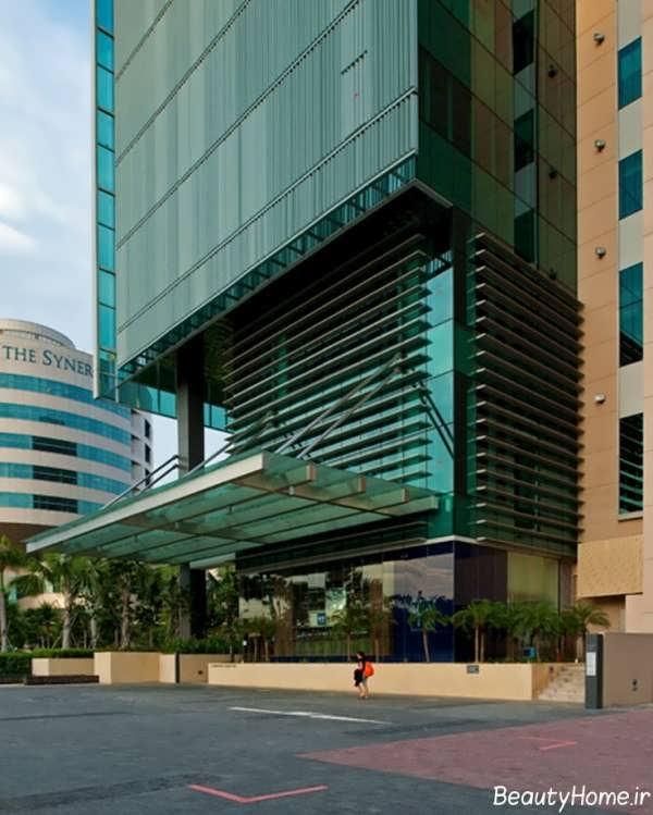 نمای شیشه ای ساختمان تجاری