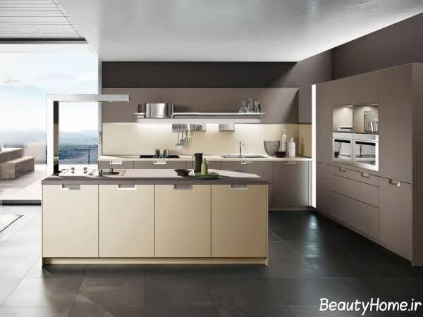 آشپزخانه با کابینت کرم قهوه ای زیبا