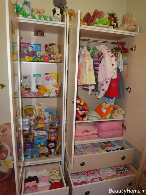 چیدمان لباس و اسباب نوزاد در درون کمد