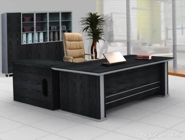 میز با طراحی کلاسیک برای مدیریت