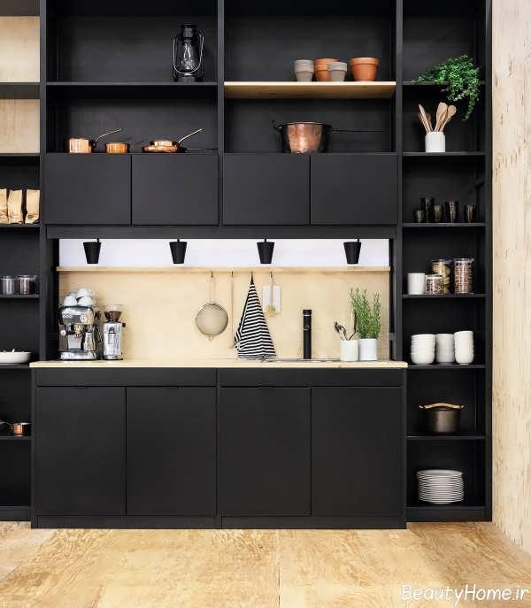 دکوراسیون داخلی آشپزخانه با ترکیب رنگ سیاه و کرم