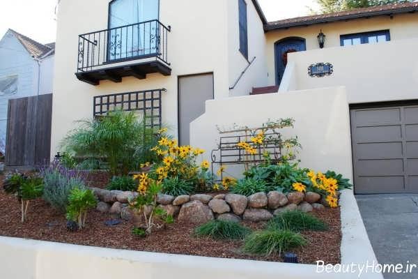محوطه سازی با گل های رنگارنگ در حیاط