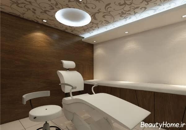 دکوراسیون سفید و قهوه ای مطب دندانپزشکی