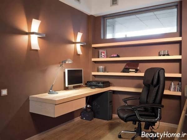 دکوراسیون داخلی قهوه ای دفتر کار کوچک