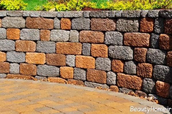 نمای آجری دیوار حیاط