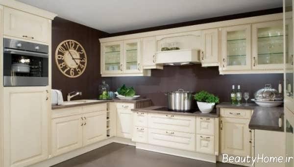 دکوراسیون کرم و قهوه ای آشپزخانه