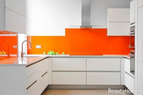 دکوراسیون آشپزخانه سفید و نارنجی