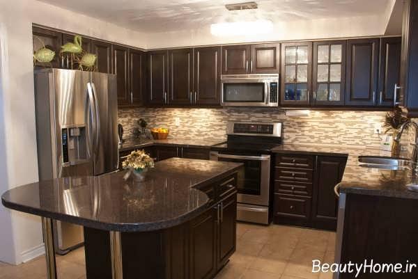 چیدمان داخلی آشپزخانه با رنگ تیره