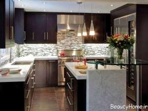 دکوراسیون آشپزخانه با ترکیب رنگ روشن و تیره