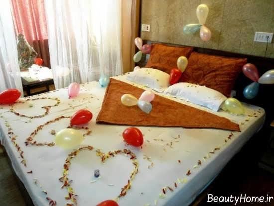 تزیین کردن تخت خواب با بادکنک و گل
