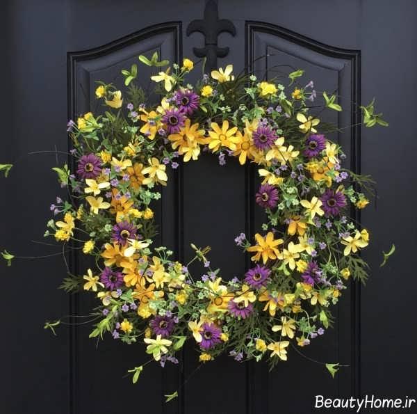 تزیین درب آپارتمان با گل های رنگارنگ