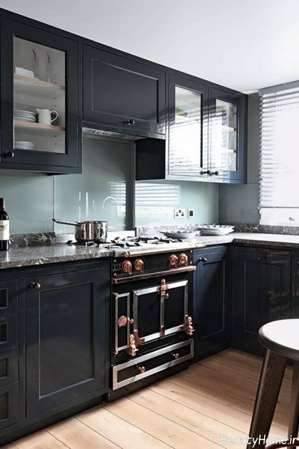 آشپزخانه مشکی و کوچک آپارتمانی