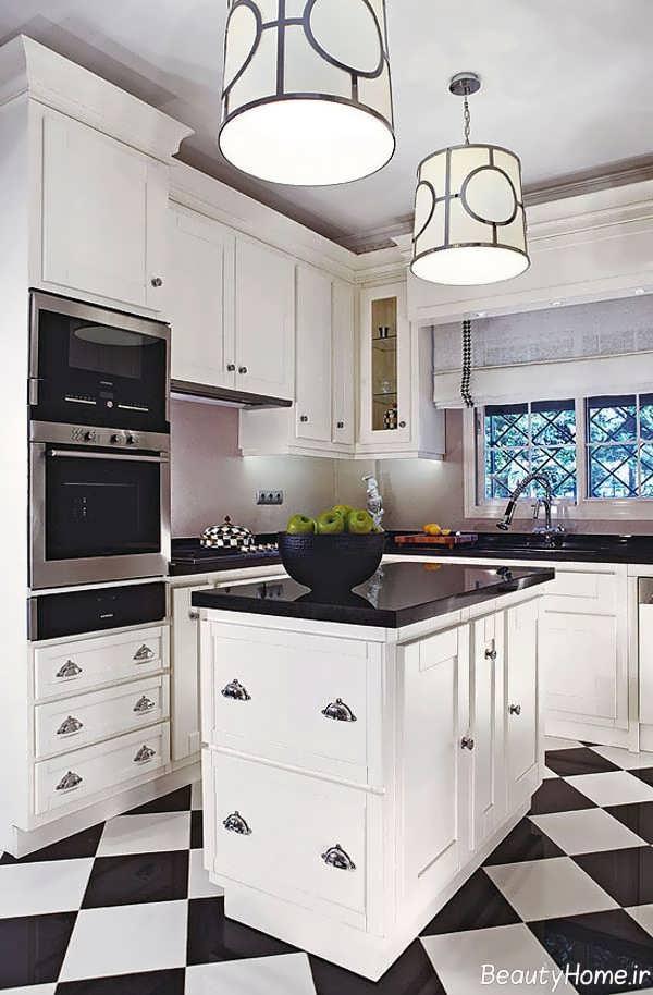 آشپزخانه سفید و کوچک آپارتمانی
