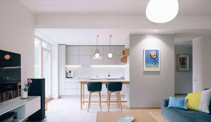ترکیب رنگی زرد و آبی در محیط داخلی منزل