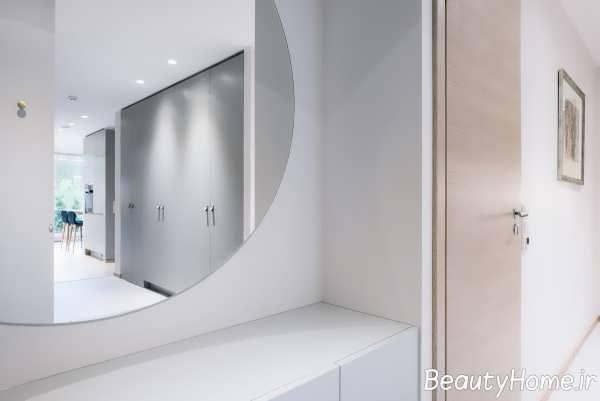 طراحی فوق العاده حمام با تم ترکیبی آبی و زرد