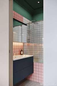 ترکیب رنگی قرمز و سبز در چیدمان حمام