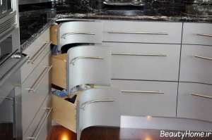کابینت سفید و کشویی برای گوشه آشپزخانه