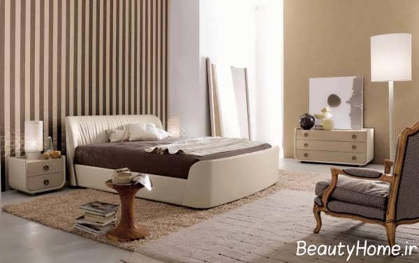 اتاق خواب شیک با کاغذ دیواری راه راه
