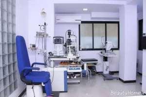 دکوراسیون آبی و سفید مطب چشم پزشک