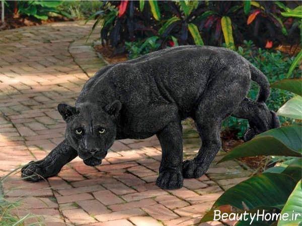مجسمه حیوان وحشی