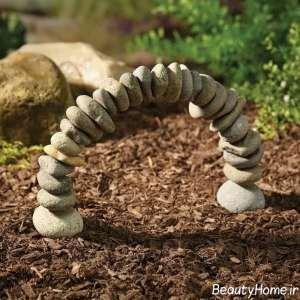 مجسمه زیبا با چیدمان سنگ