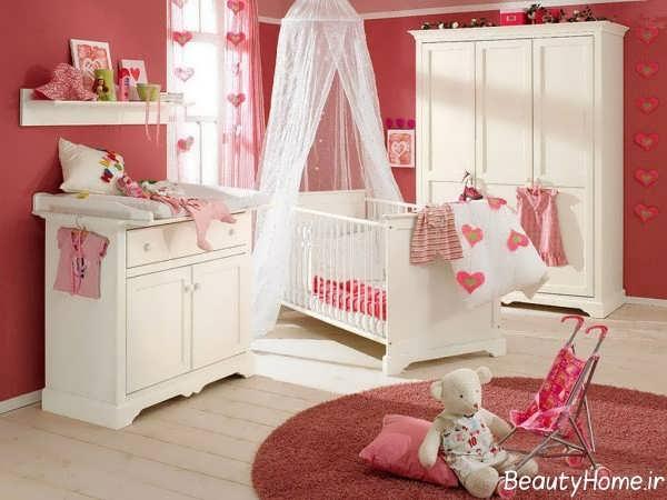 دکوراسیون سفید و قرمز اتاق نوزاد