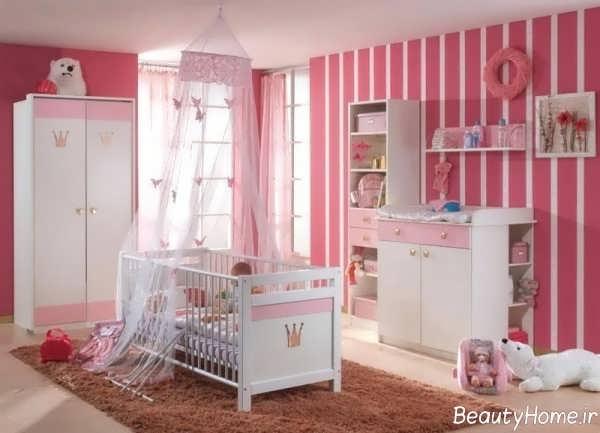 دکوراسیون سفید و صورتی اتاق نوزاد