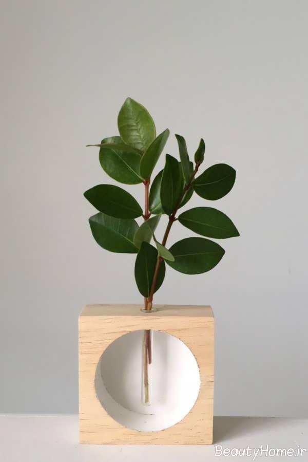 گلدان شیشه ای و چوبی