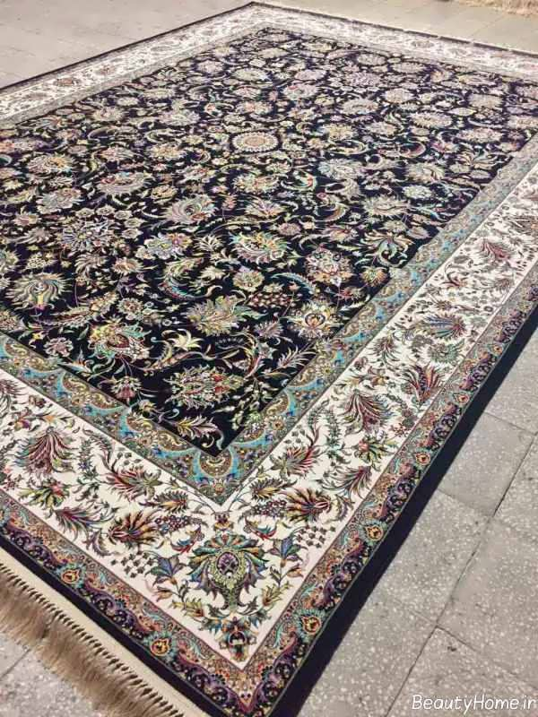 قالی زیبا و طرح دار