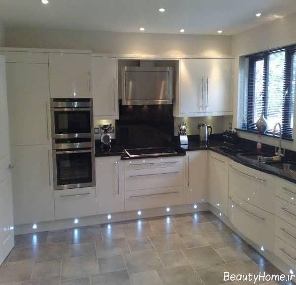 طراحی داخلی آشپزخانه کرم رنگ
