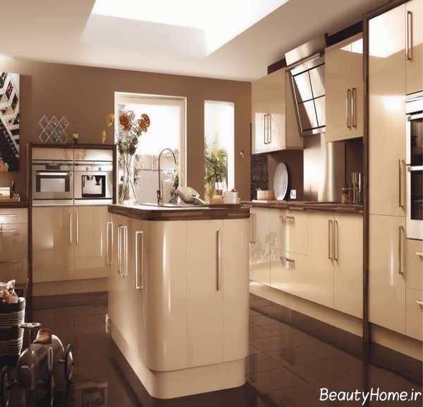 طراحی داخلی آشپزخانه با رنگ کرم
