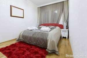 دکوراسیون اتاق خواب با فرش قرمز