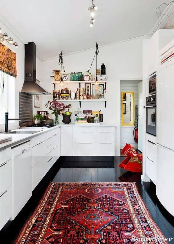 طراحی داخلی آشپزخانه با فرش قرمز