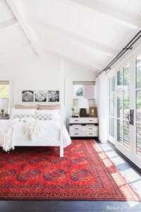 دکوراسیون داخلی اتاق خواب با فرش قرمز