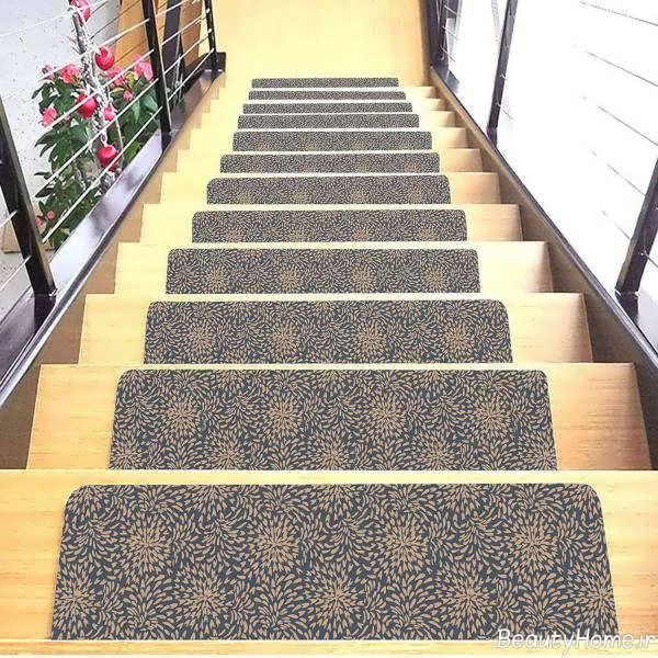فرش طوسی و کرم برای راه پله