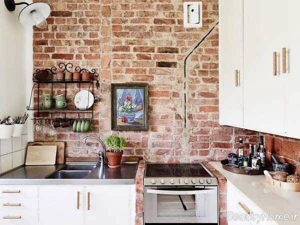 طراحی داخلی آشپزخانه با دیوارهای آجری